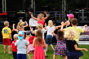 Dans med Ronja på Musik vid Långsjön